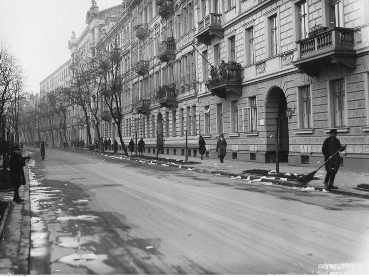 Warszawa. Ulica Wiejska 17 Panorama kamienic.