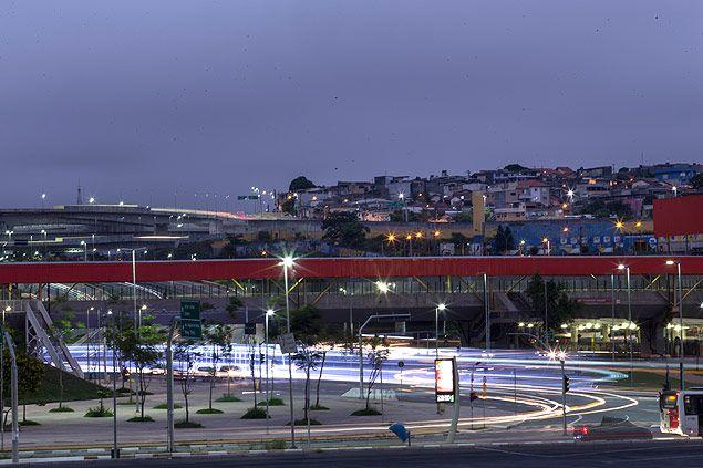 A Copa do Mundo passou, mas ainda deixa rastros por Itaquera, bairro da zona leste de São Paulo. Junto com o estádio Itaquerão vieram os investimentos em transporte público, as novas estruturas viárias e a valorização do bairro que, embora seja aquém da expectativa de imobiliárias, foi significativa.