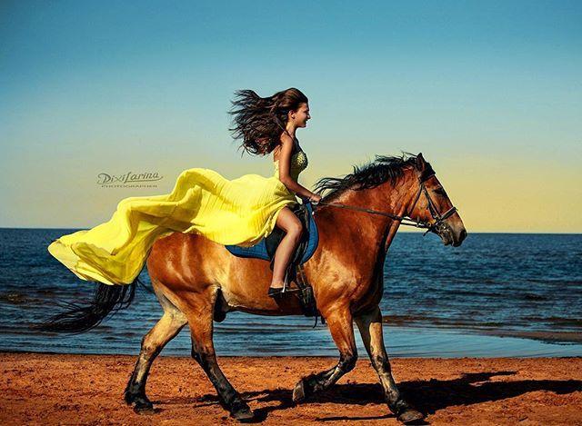 Instagram media by dixilarina - В погоне за мечтой ☀️💖@nastasiapotapenko ну очень у меня красивые девочки. 😻  #солнце #море #небо #followme #фотосессия #фотографспб #фотосессияслошадьми #лошадь #конь #красота #сказка #бегомналошади #ладога #лето #photoshootwithhorses #photographer #photoshoot #runninghorse #horse #sport #summer #sun #sky #sunset #sunrise