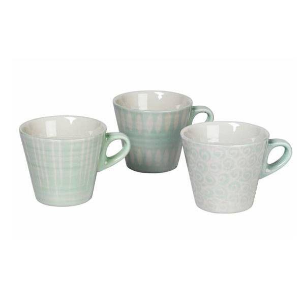 Deze mokken zijn gemaakt van aardewerk en hebben een groen met witte kleur. De mokken hebben een doorsnede van 8,5 cm en zijn 9,5 cm hoog.