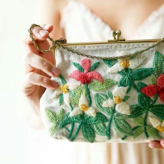 Apaixonante... wool embellished- embroidered flowers with metal clasp