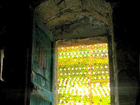 Look at this amazing bottle wall work by the crew at Bustan Qaraaqa in Jerusalem. Now these are folk who know how to make a feature of the waste they produ