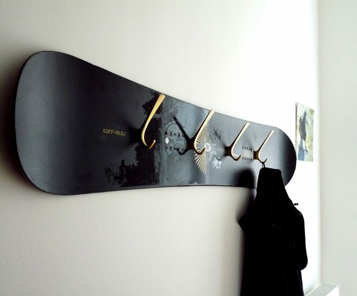 vintage snowboard wardrobe via wohnraumformer (Cool Diy Things)