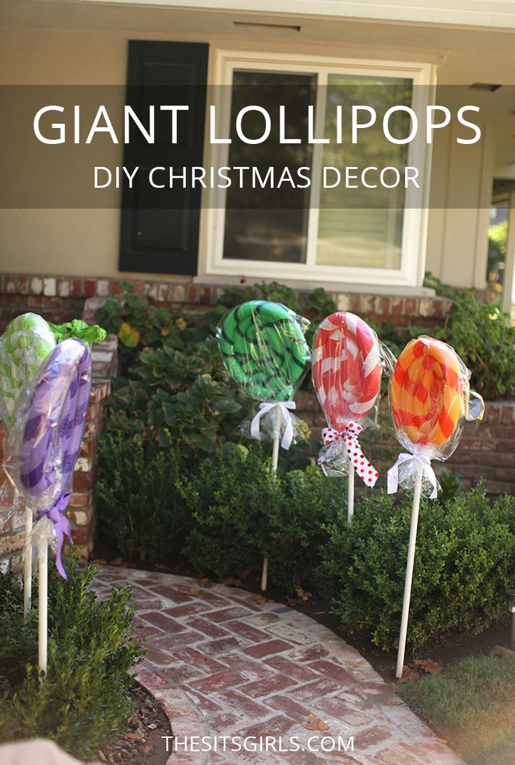 Transform your house into a gingerbread house for Christmas with these GIANT lollipops made with pool noodles. They are super cute and very easy to make! Easy Christmas decor DIY.