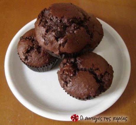 Muffins μπανάνας γεμάτα σοκολάτα