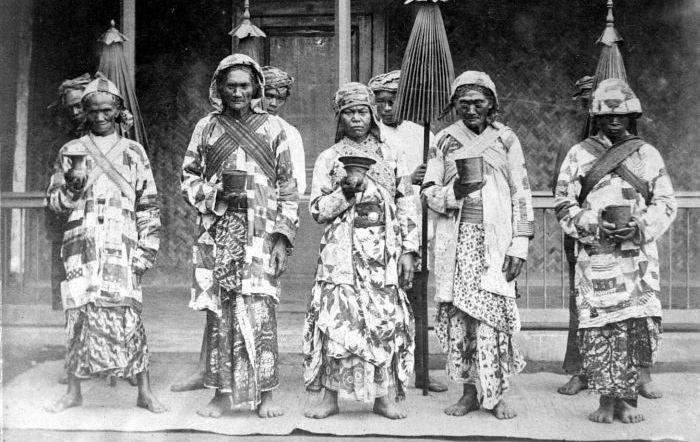 Sejarah Masyarakat Suku Tengger, bermula pada kisaran tahun 100 sebelum Masehi, dimana kala itu orang-orang Hindu Waisya..Suku Tengger Pribumi Gunung Bromo