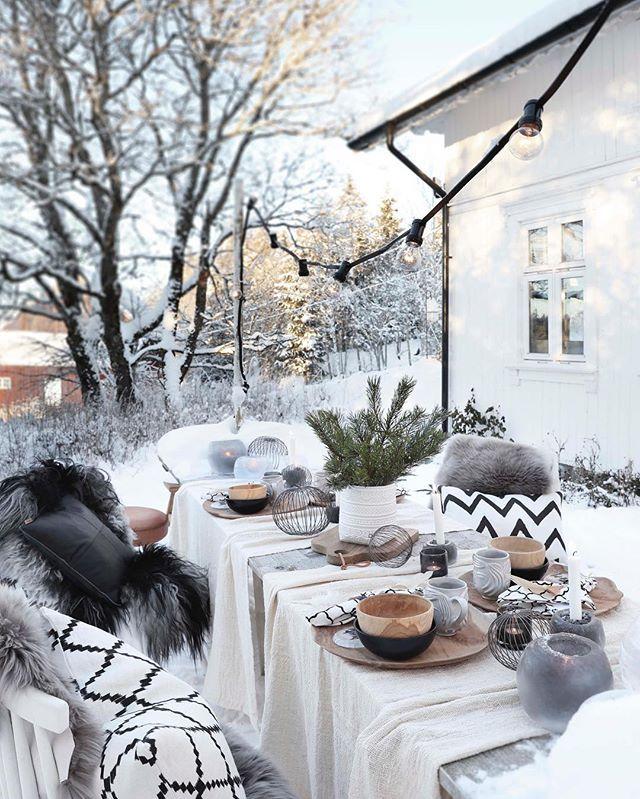 Velkommen desember❤️ Må du bli hvit og vakker, og innfri mange drømmer og forventninger Foto: @annetteandchristian fra #juleutgaven som er #isalgnå