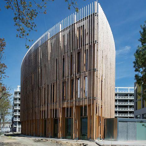 B timent b comme bois architecture bureaux pinterest for Batiment architectural
