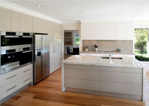 kitchen with high gloss cabinets and white marble island. beautiful ideas. Home Design Ideas