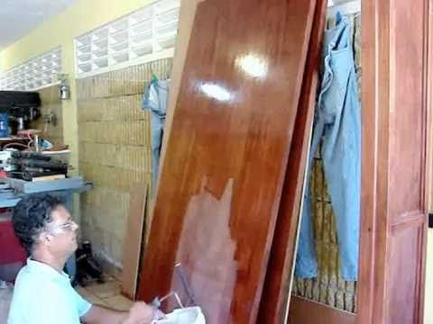 Hazlo con Maestro: ¿Cómo barnizar un mueble? - YouTube