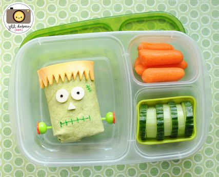 Awesome collection of Halloween lunchbox ideas. (But we would eat them any day!)