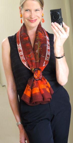 Hay muchas formas de llevar un foulard. Y esta sin nudos, es una opción magnífica. #foulards #tendencia #elegancia