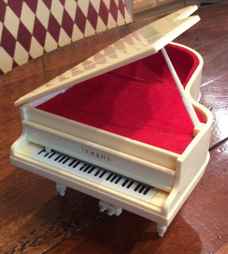Rare Vintage Yamaha Miniature Piano Music Box Japan Cream