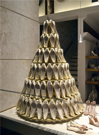 Using bridal shoes to create a bridal cake... Fantastic idea ! Very creative and balanced
