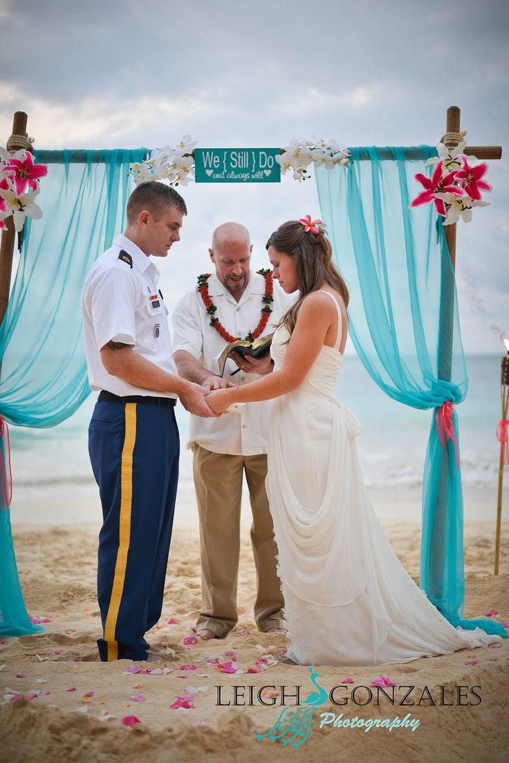 Leigh Gonzales Photography | Family Beach Photographer | Oahu Hawaii | Beach Vow Renewal Photography | Beach Vow Renewal | Beach Wedding