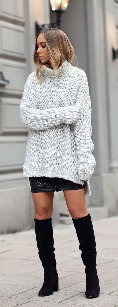 Lisa Olsson is wearing an oversized rollneck in grey from Zara