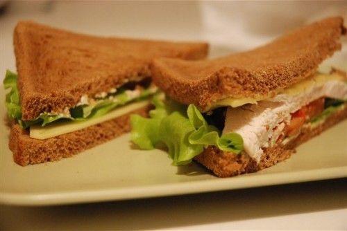 Сэндвичи с курицей: 4 вкусных рецепта / Простые рецепты