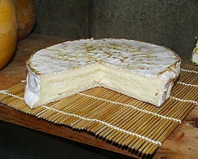 Brie. One day I will make this, eat it, and then make more! Vive la Brie!
