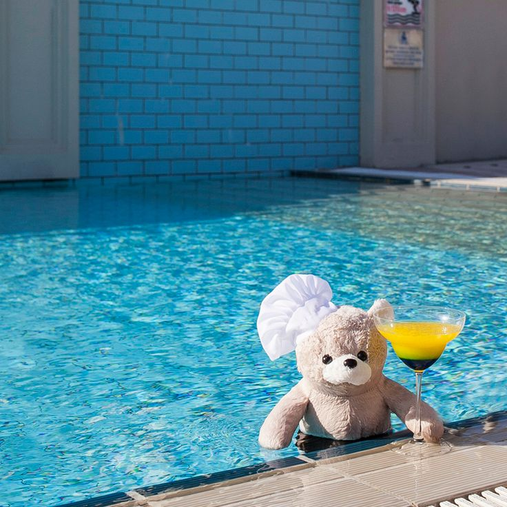Chef Teddy continues to make us jealous! Our 'life guru' is enjoying the summer alongside the Bosphorus while sipping his cocktail by the pool. #ChefTeddy