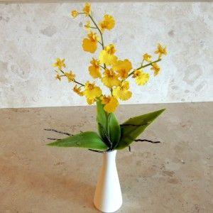 Vaso branco orquídeas amarelas R$39,00