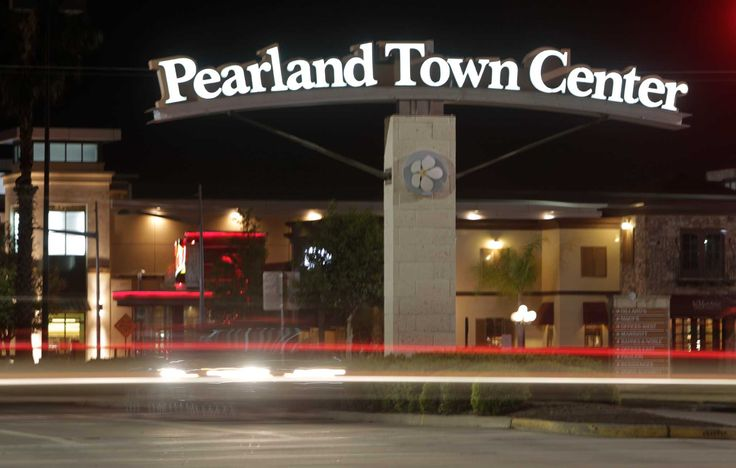 Pearland Town Center is getting several new food options in the coming months, includingChop Ice Cream, Popbar, Russo's New York Pizzeria,Smallcakes Cupcakery  and Krispy Kreme. Pearland Town Center is a property of CBL & Associates Properties anchored by Dillard's and Macy'sat Texas 288 and FM 518 in Pearland. Other tenants include H&M, Chico's, la Madeleine, BJ's Restaurant, Red Robin and Fish City Grill.