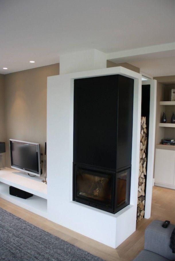 Houthaard met tv meubel en houtvoorraad Door Interieurarchitect
