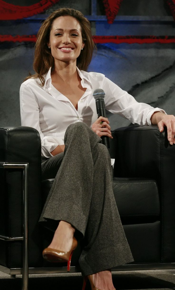 Angelina Jolie - Beowulf Press Conference - Photo 16 | Celebrity Photo Gallery | Vettri.Net