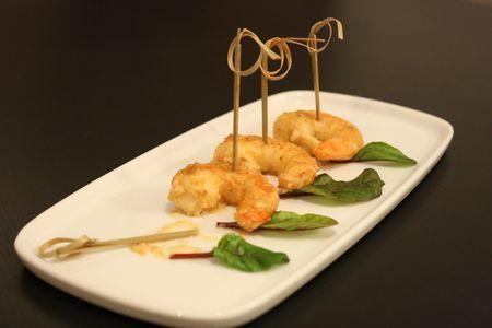 Idée d'entrée légère et très savoureuse : des crevettes nappées d'une sauce crémeuse, relevées à l'Armagnac. Cette recette est en plus rapide à réaliser ! - Recette Entrée : Crevettes flambées à l'armagnac par InTartifletteItrust