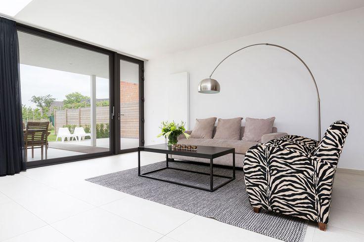 Rena linjer, minimalistiskt men levande är kännetecken på modern inredning. Lätt att accentuera med någon en vertikal radiator.