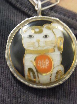 薩摩ボタン25mmのネックレスはこんな感じです。