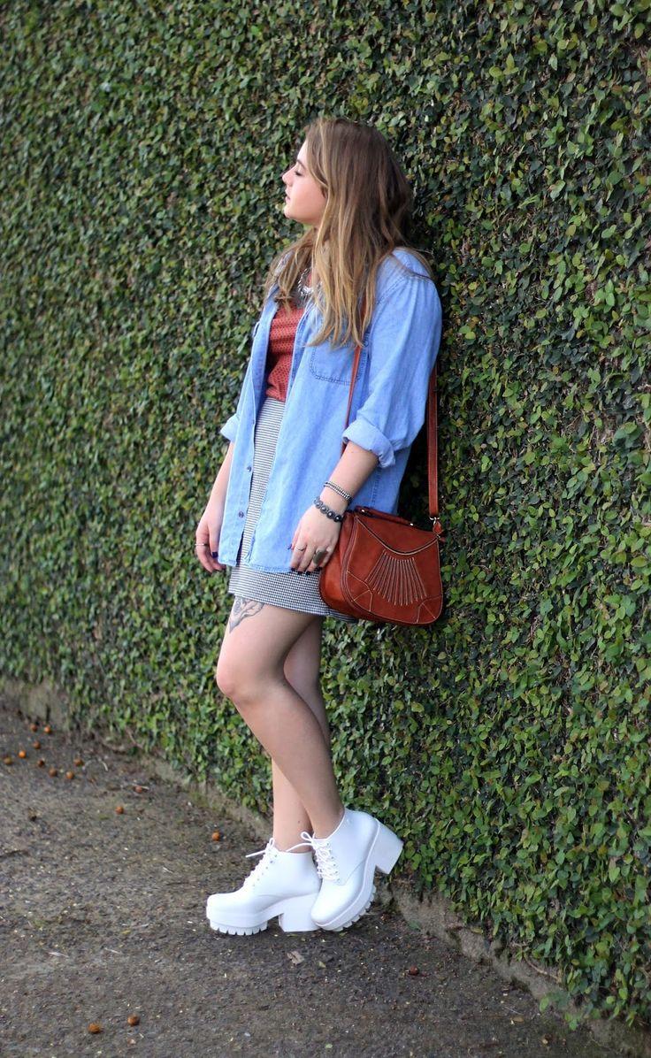 Look Camisa Jeans + Saia + Melissa Stellar Branca | Look ...