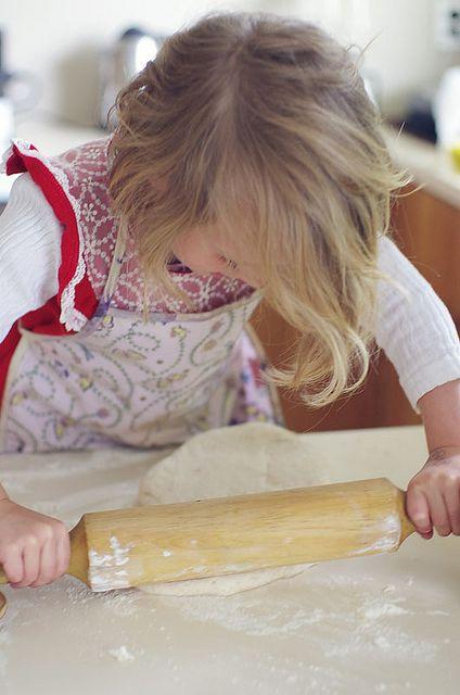 Rolling the pizza dough by Le Fabuleux Destin d'Amélie