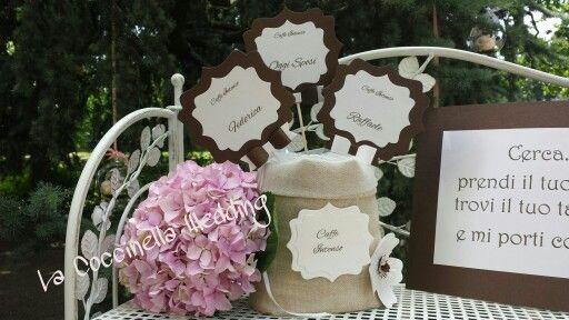 Sacchettone di lino con card segna tavolo e nomi... ad ogniuno il suo tag