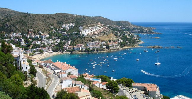 LARGE VACATION HOME RENTALS ~ WORLD WIDE ~~~ Roses Bay, Spain  http://www.thebigdomain.com