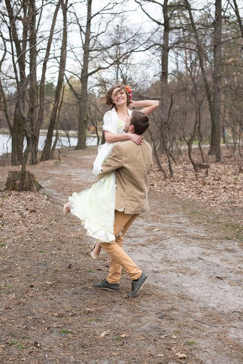 Bride   Wedding Planning, Ideas & Etiquette   bridal wreath   Wedding photo  Wedding dress   wedding photoshoot