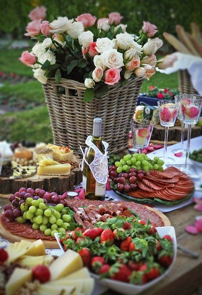 A late Spring/early Summer outdoor buffet.