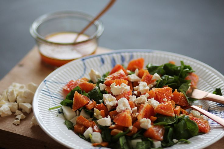 Opskrift-på-god-vintersalat-med-sød-kartoffel-blodappelsin-frisk-feta-spinat-og-fennikel-via-acie-2
