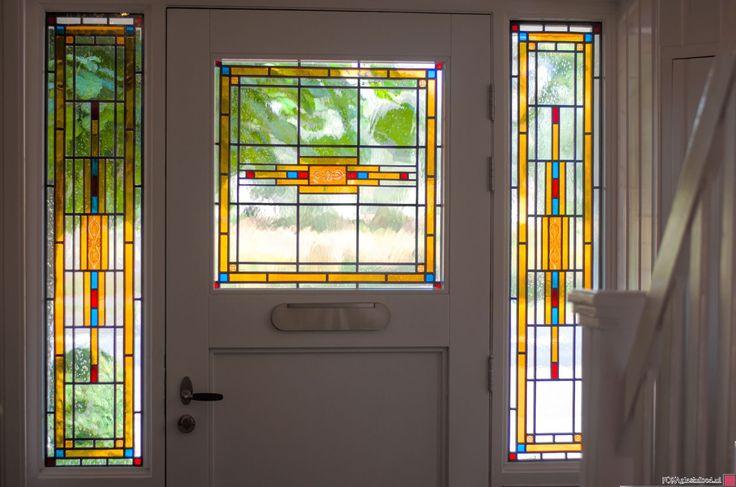 Jaren 30 voordeur met glas in lood.