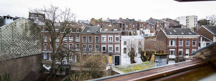 Des immeubles de la rue de la Colline à Verviers (Belgique) où a eu lieu une opération antiterroriste jeudi 15 janvier qui s'est soldée par deux morts et un blessé. | VALERIE KUYPERS / AFP
