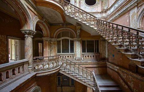 In the Krowiarki palace