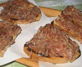 Bruschetta alla salsiccia di fegato--Abruzzo