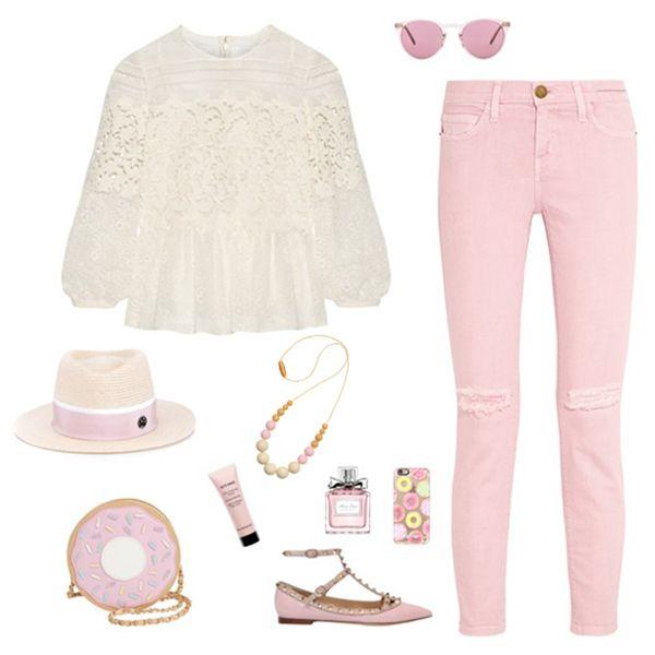 Итак, что у нас тут? ⚬джинсы нежно-розового цвета из летней коллекции #currentElliott ⚬кружевная блуза из хлопка и шелка от #burberry ⚬кожаные туфли без каблука от #valentino ⚬аппетитная crossbody сумочка «пончик» от #nilaanthony ⚬шляпка! Да-да, именно шляпка и она от #maisonmichel ⚬розовые очки будут как раз в тему ⚬ну и не забываем про украшения из силикона #tiamomama