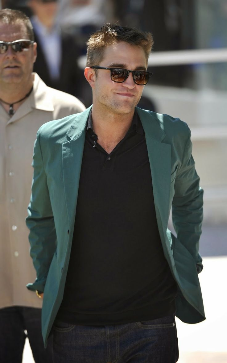 Robert Pattinson News: 'The Rover' Photocall at Cannes: Pictures & Videos...