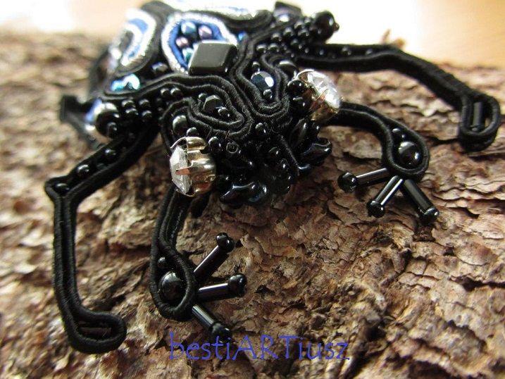 bestiARTiusz: Royal Beetle (zoomorphic soutache and beaded brooch/ broszka sutasz i haft koralikowy)