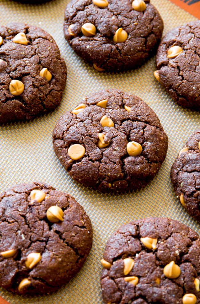 25. Flourless Peanut Butter Brownie Cookies #paleo #desserts http://greatist.com/eat/paleo-dessert-recipes