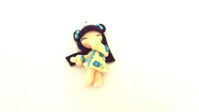 """Dalla serie """" MONDO KOKESHI"""" CIONDOLO CHARMS  bambole giapponesi 4,5 cm -    BEIGE - portafortuna     - FIMO -   - idea regalo - natale -"""