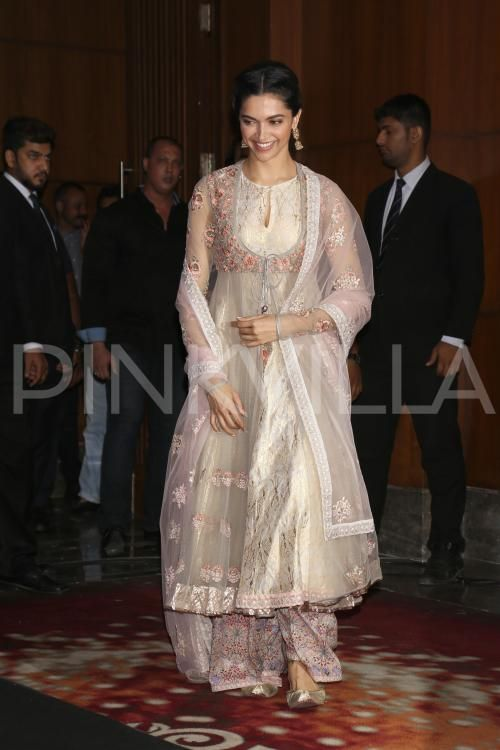 Deepika attends 'Deewani Mastani' song launch! | PINKVILLA