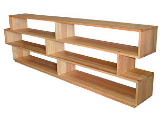 Libreros desarmables elaborados conmadera maciza de pino a base de ensambles con pernos de madera, y de tornillos conectores y contratuercas Allen.