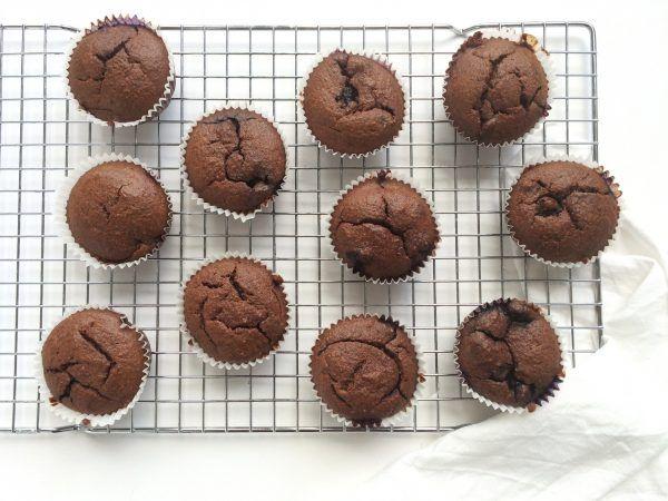 Chocolademuffins met blauwe bessen (gluten- en suikervrij) – Feelgoodbyfood