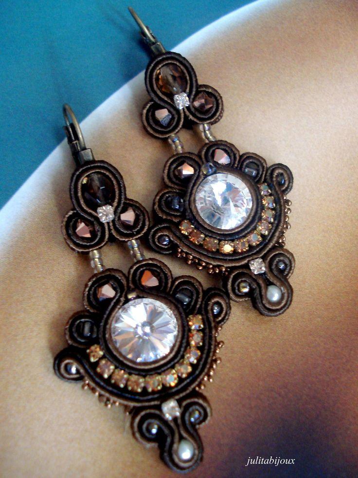 Boucles d'oreilles en soutache cristal Swarovski : Boucles d'oreille par julitabijoux